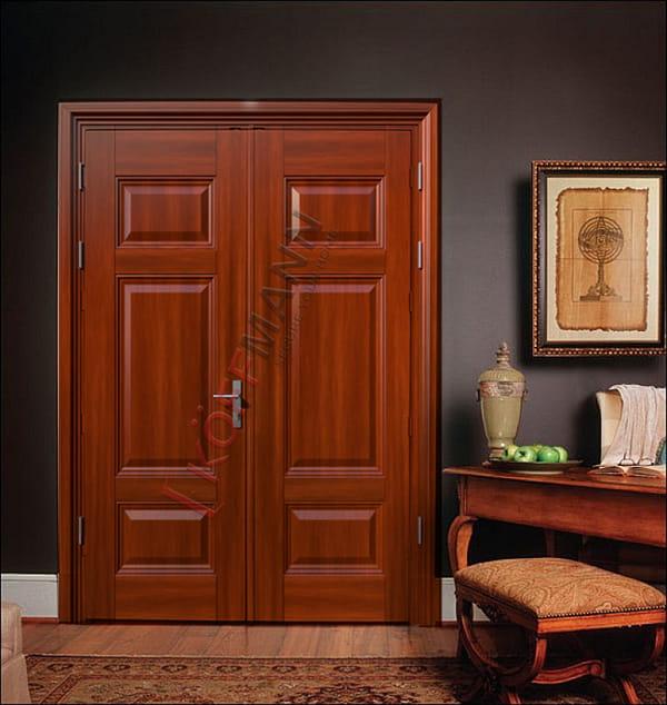 So sánh cửa thép vân gỗ và cửa nhựa lõi thép: nên chọn loại nào?
