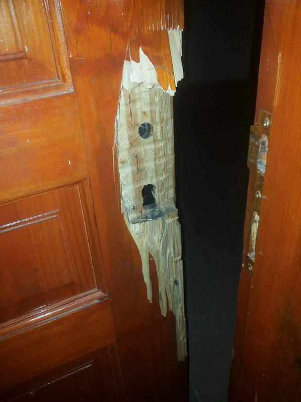 Nhược điểm của cửa gỗ tự nhiên