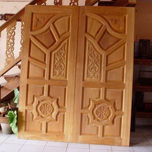 Nhược điểm của cửa gỗ tự nhiên là gì?
