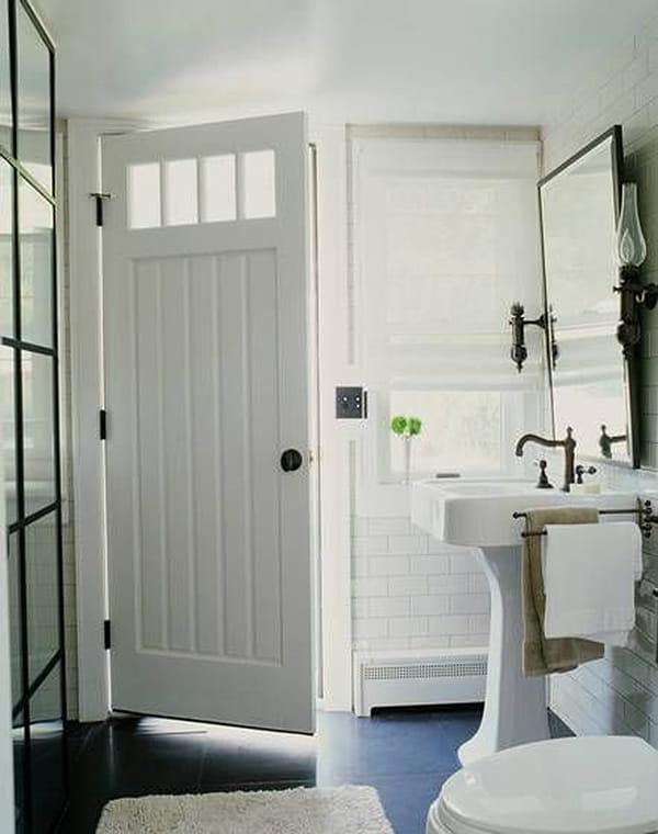 Các loại cửa thích hợp dùng cho nhà vệ sinh