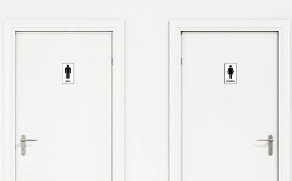 Cửa thép vân gỗ có thích hợp làm cửa phòng vệ sinh